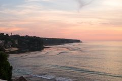 Заход солнца на скалах Bingin - Бали Стоковая Фотография
