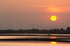 Заход солнца на ферме соли Стоковая Фотография RF