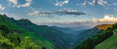 "Заход солнца на Col d ""Ispéguy Montagne-баскском стоковое изображение rf"