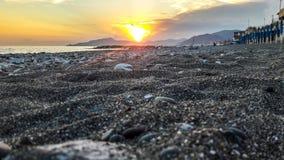Заход солнца на ligurian пляже стоковые фото