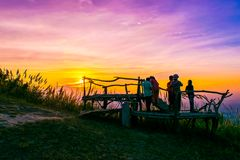 Заход солнца на Nak Pha Hou Chaiyaphum, Таиланда Стоковое фото RF