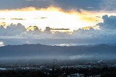 заход солнца неба облака цветастый драматический Небо с backgrou солнца Стоковые Изображения