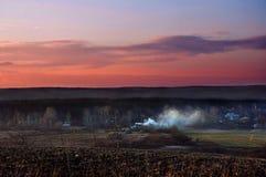 Заход солнца солнца неба облаков холмов гор Стоковые Изображения RF