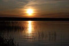 заход солнца озера Стоковые Фотографии RF