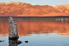 заход солнца озера mono Стоковая Фотография