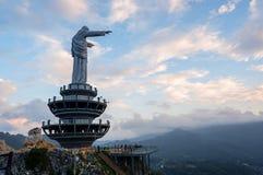 Заход солнца от статуи Христоса na górze холма в Makale, Tana Toraja стоковое фото rf