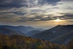 Заход солнца от черной горы утеса стоковое фото rf