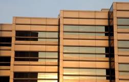 заход солнца офиса здания стоковое изображение rf