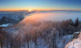 заход солнца панорамы горы красотки морозный стоковая фотография rf