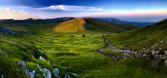 заход солнца панорамы горы ландшафта Стоковые Фотографии RF