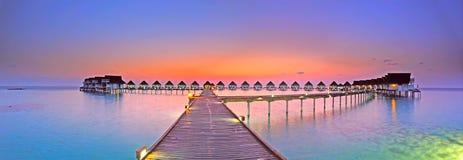 заход солнца панорамы Мальдивов острова стоковое фото rf