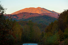 заход солнца пика горы стоковое фото rf