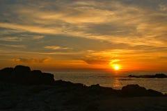 Заход солнца пляжа в Португалии стоковые фотографии rf