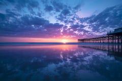 Заход солнца пляжа Калифорнии на Тихом океан пляже, Сан-Диего стоковые изображения rf