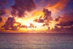 Заход солнца пляжа острова Isla Mujeres карибский Стоковая Фотография