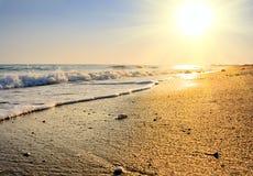 заход солнца пляжа спокойный Стоковая Фотография