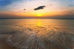 заход солнца пляжа тропический Стоковая Фотография