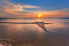 заход солнца пляжа тропический Стоковые Изображения