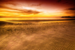 заход солнца пляжа тропический Стоковое Изображение