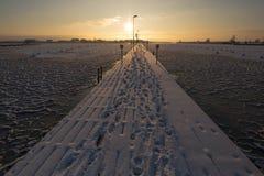 Заход солнца пляжем, проект зимы льда стоковое изображение