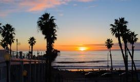 Заход солнца, пляж берега океана, Калифорния Стоковые Изображения