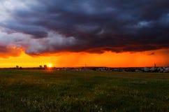 Заход солнца под полем Стоковые Фотографии RF