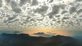 Заход солнца под светящими облаками сток-видео