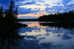 заход солнца покрашенный озером Стоковые Фотографии RF