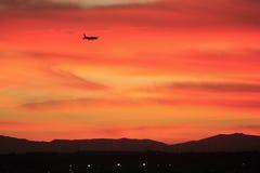 заход солнца полета Стоковые Изображения RF