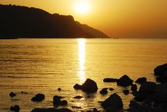 заход солнца померанца пляжа Стоковое Изображение