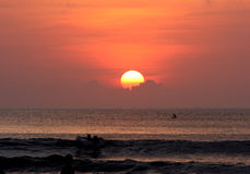 заход солнца померанца пляжа Стоковые Изображения RF