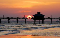 заход солнца пристани рыболовства Стоковое Изображение