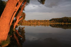 заход солнца пруда Стоковые Фото