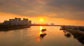 заход солнца реки вечера стоковая фотография rf