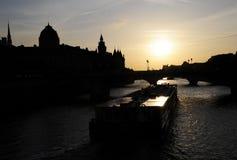 Заход солнца реки перемета с кораблем Стоковые Фото
