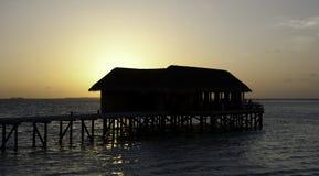 заход солнца ресторана mirihi Мальдивов maldivian Стоковое Изображение RF