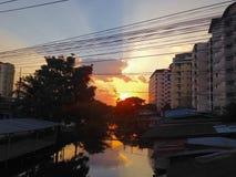 Заход солнца силуэта в стране Стоковое Изображение