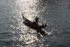 заход солнца силуэта гондолы Стоковые Фотографии RF