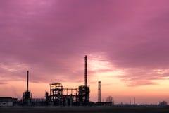 заход солнца сложной фабрики промышленный Стоковая Фотография