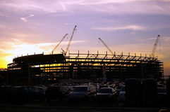 заход солнца стадиона конструкции вниз Стоковое фото RF