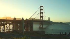 заход солнца строба моста золотистый сток-видео