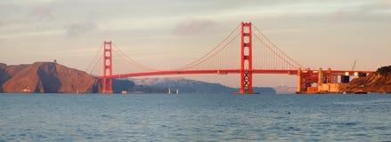 заход солнца строба моста золотистый Стоковое Фото