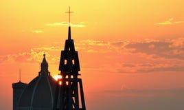 Заход солнца с башнями куполка и колокола Стоковые Фотографии RF