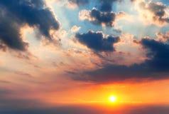 Заход солнца с лучами солнца Стоковые Изображения