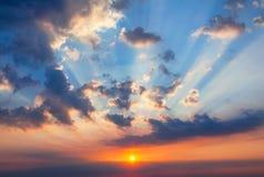 Заход солнца с лучами солнца Стоковые Изображения RF