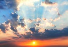 Заход солнца с лучами солнца Стоковые Фотографии RF