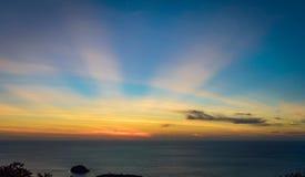 Заход солнца с лучами солнца Стоковые Фото