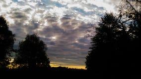 Заход солнца с облаками стоковые фотографии rf