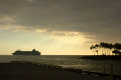 заход солнца туристического судна стоковое фото