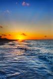 заход солнца фиоритуры пляжа залива Стоковые Изображения